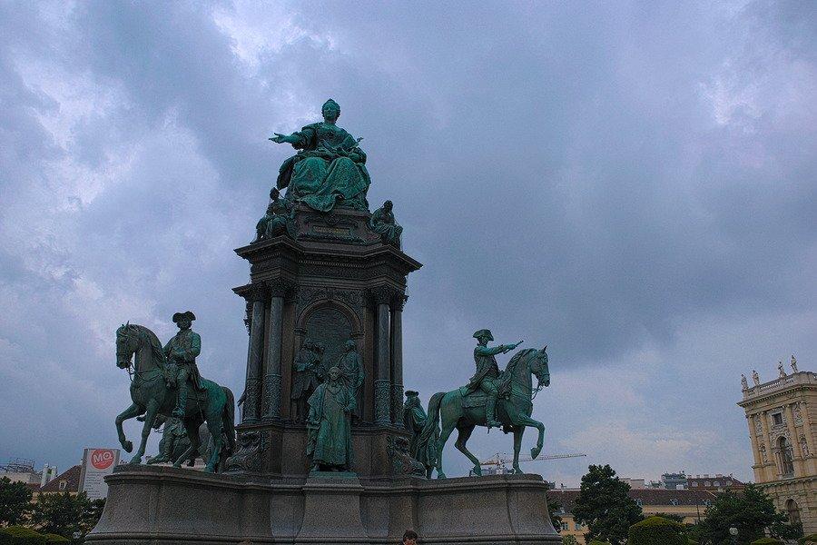 maria theresia monument vienna